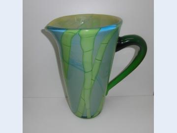 Vase aus Glas in Krugform