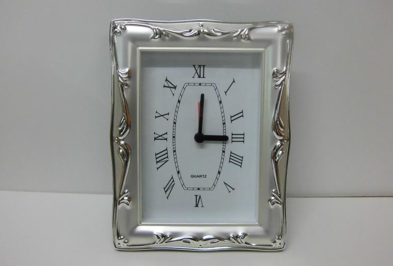 Uhr versilbert